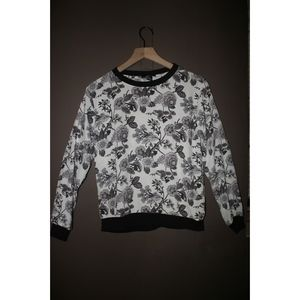 Chiffon like long sleeve blouse w/ floral printS